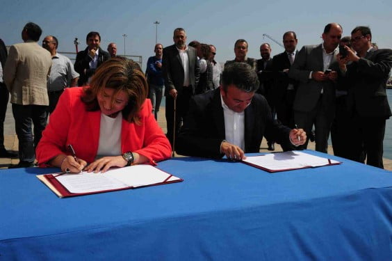 Ana Kringe and Jose Chulvi in the form of the declaration against oil drilling