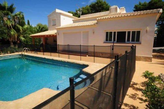 Chalet de 4 habitaciones y piscina vallada ideal para for Alquiler chalet con piscina