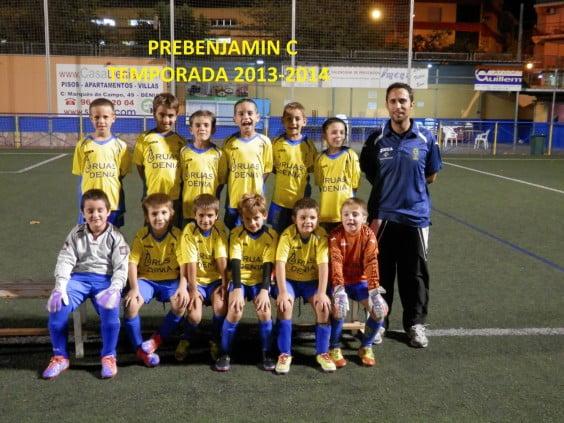 Raúl Romera con sus chicos del Prebenjamín C