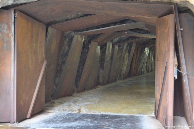 Entrada al túnel del Castillo de Dénia