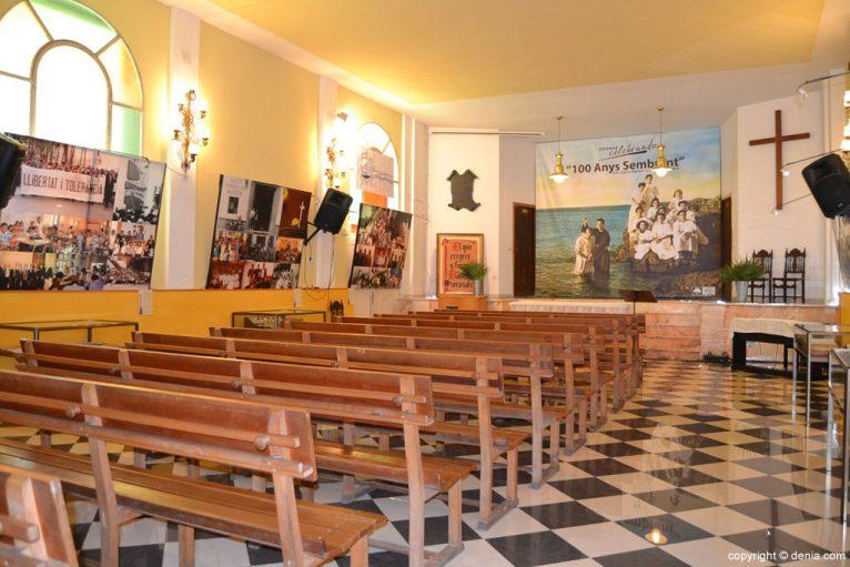 Interior de la Iglesia Evangélica Bautista La Trinitat de Dénia