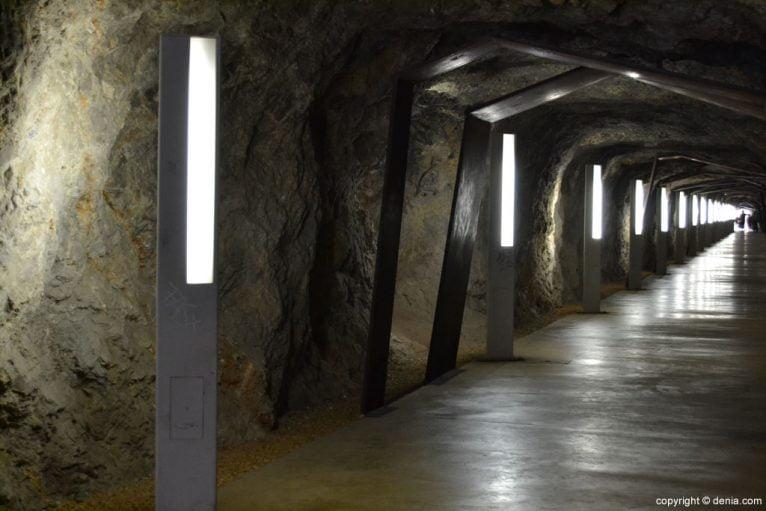 Interior del túnel del Castillo de Dénia