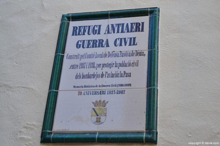 Placa conmemorativa del túnel del castillo