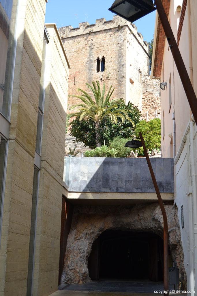 Túnel bajo el castillo de Dénia