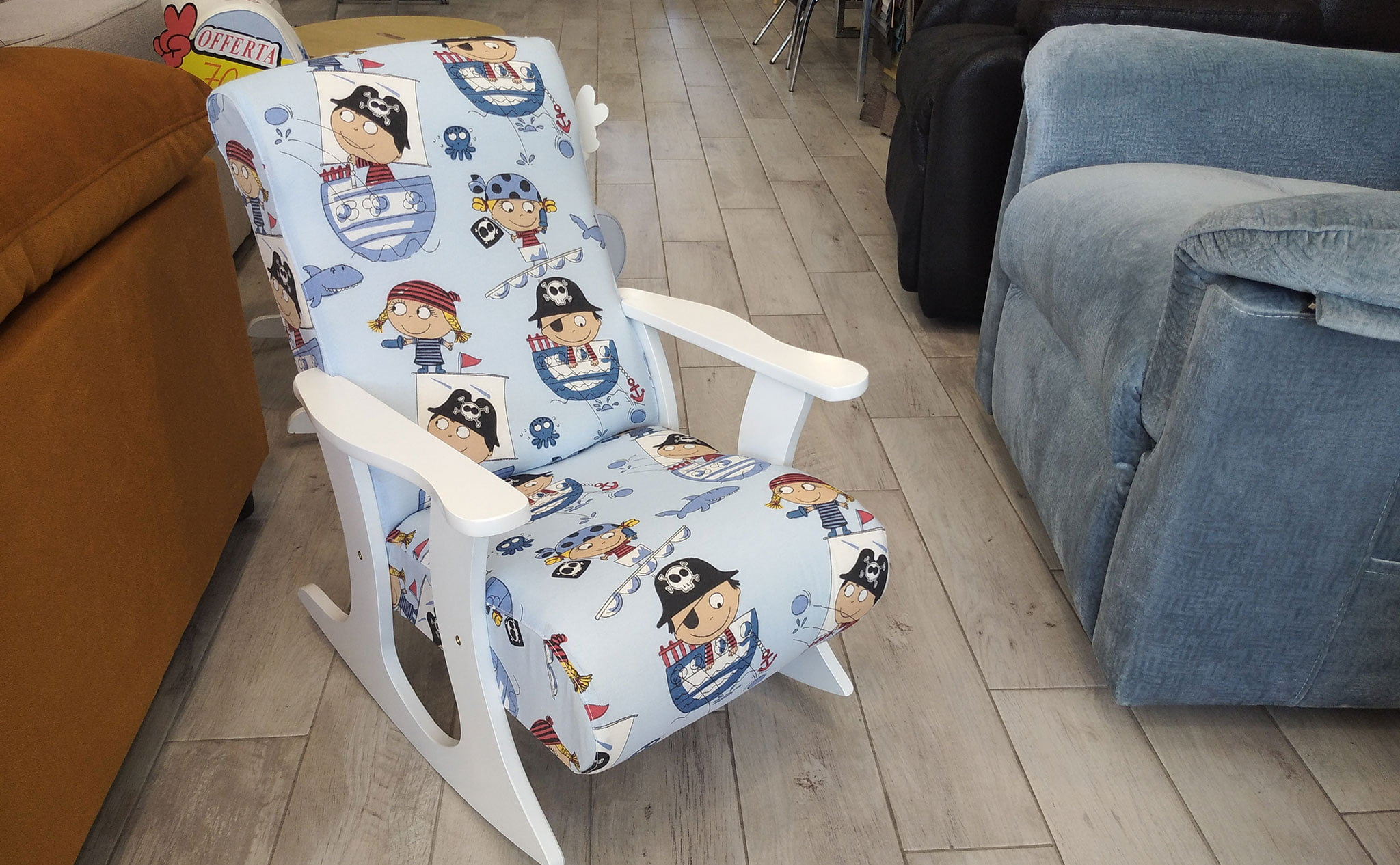 Sedia a dondolo per bambini blu che disegna divani OK