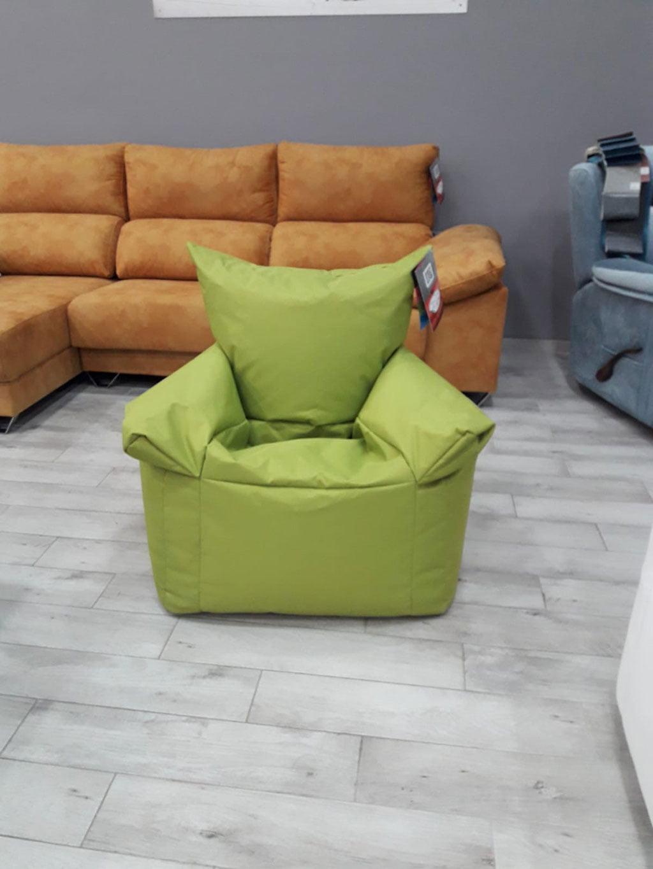 Pouf regalo nel disegno di divani OK