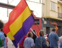 Banderas republicanas en la manifestación por la III República