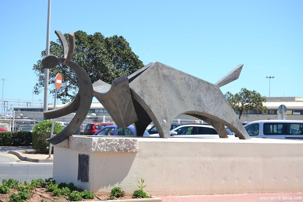 Escultura en honor a los Bous a la Mar en El Raset