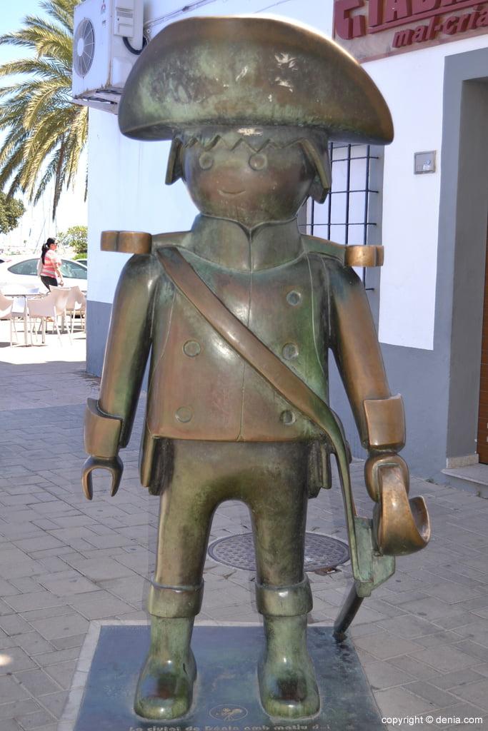 Escultura homenaje a El Capitán Jones