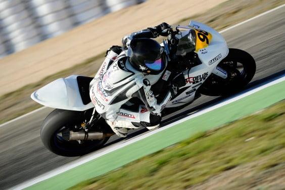 Alex Sirerol pilotando en el trazado de Albacete