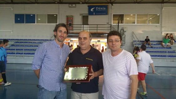 Juan Carlos Signes delivery plate Juan Antonio Fernández