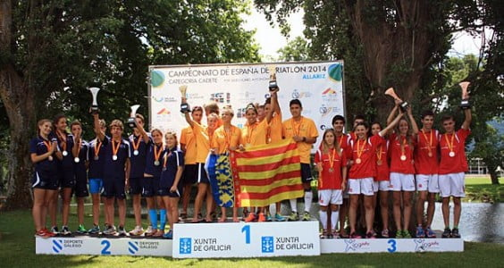 Andrea Fernandez with the Valencian team on the podium