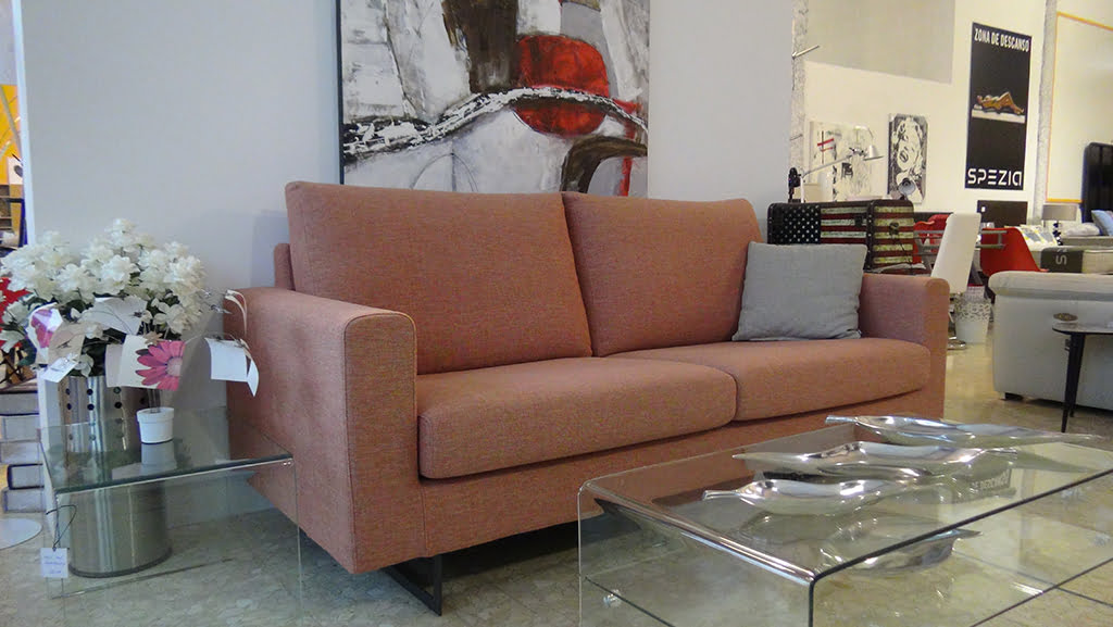 Red tones furniture Housit