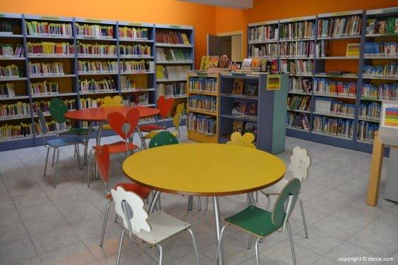 Sala de lectura de la biblioteca infantil de Dénia