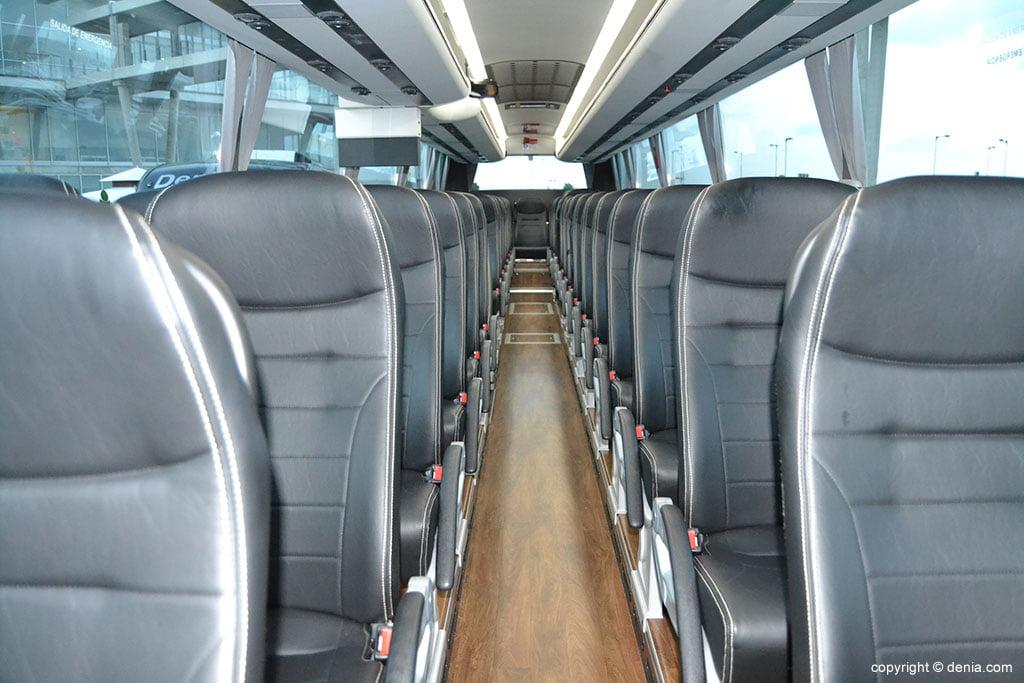 Interior d'un dels autobusos d'alta gamma DenibusPlus
