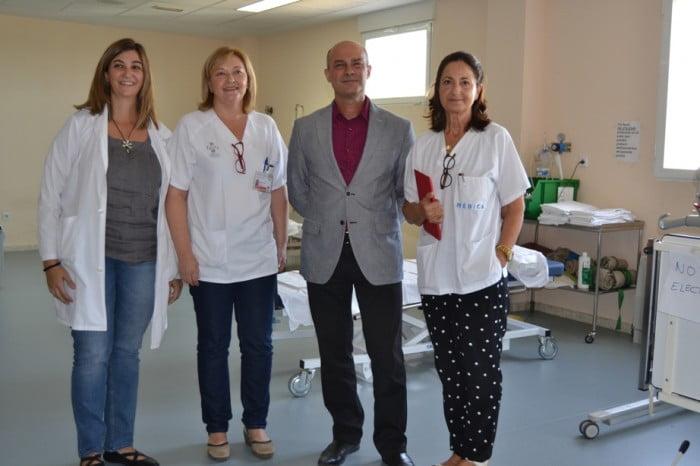 Doctora Gema Más junto a otros médicos