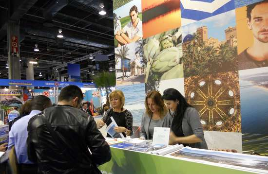 Personal de  Turismo Dénia en una Feria