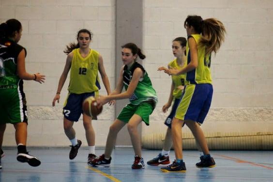 Gute Verteidigung von Kadetten Dénia Basketball