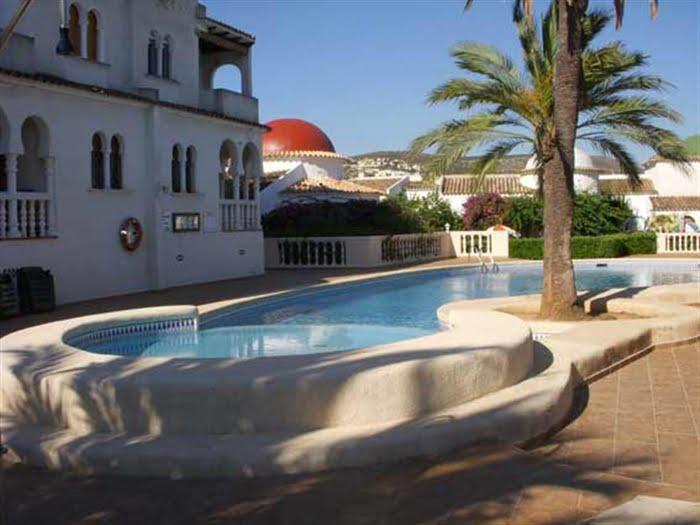 Venta De Chalet En Denia De 2 Habitaciones Con Piscina 90 M2 - Habitaciones-con-piscina-dentro