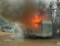 Autocaravana incendiada