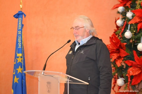 Fransico Durá leyendo la declaración institucional