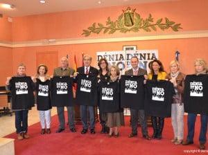 Junta Local de la Asociación contra el cáncer junto a Ana Kringe