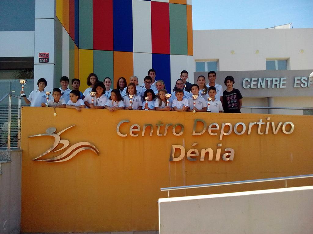 Buen arranque de temporada del centro deportivo d nia for Piscina municipal los cristianos