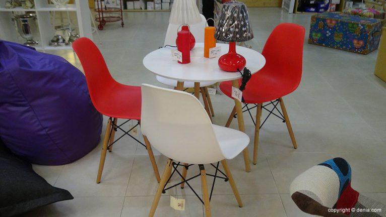 mesa y sillas Vimaluz