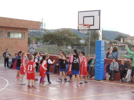 Benjamines del Pou y Paidos durante un partido