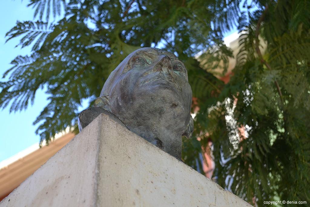 Busto homenaje a Joan Chabàs