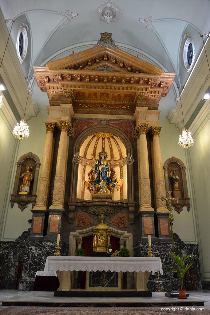Iglesia de Nuestra Señora de la Asunción – altar de la iglesia