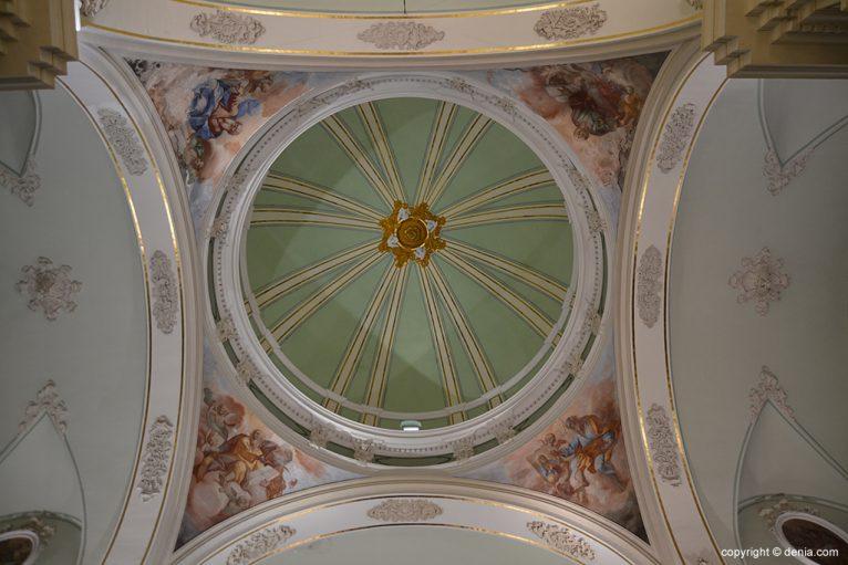 Iglesia de Nuestra Señora de la Asunción - interior de la cúpula