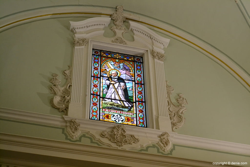 Iglesia de Nuestra Señora de la Asunción – vidriera