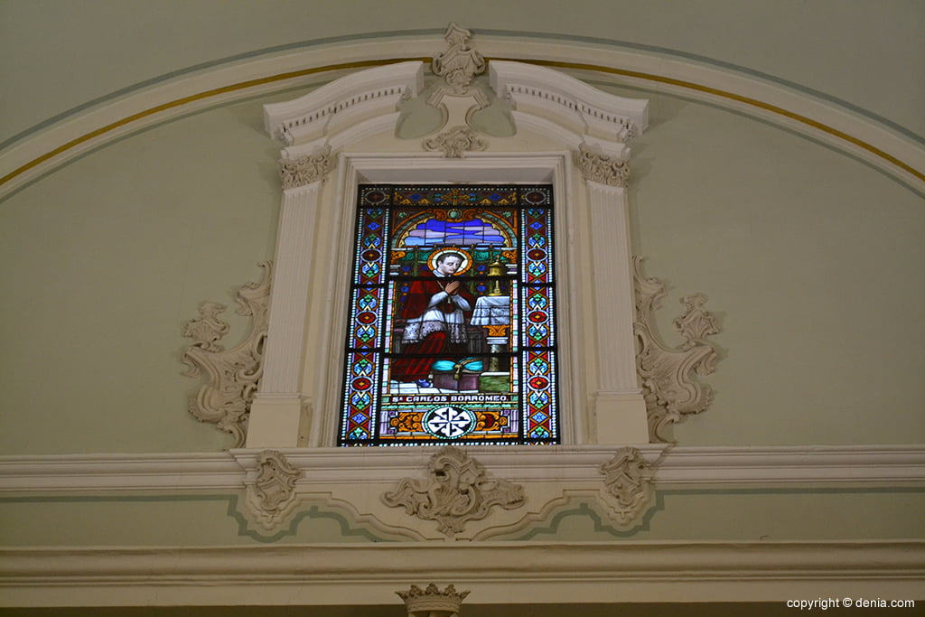 Iglesia de Nuestra Señora de la Asunción – vidrieras