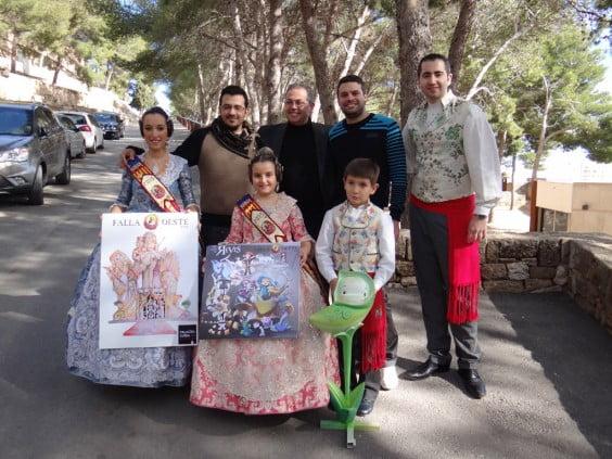 Los cargos del Oeste 2015 con los artistas falleros