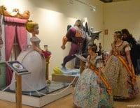 Inauguración exposición del Ninot 2015 - Carla y Candela visitan la exposición