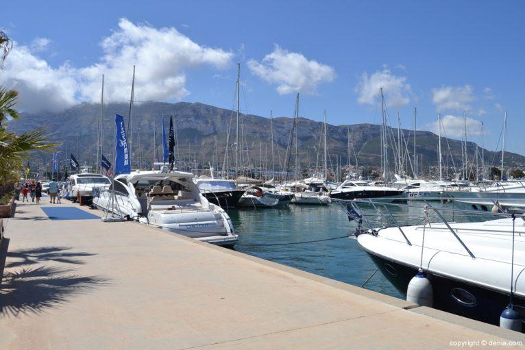 Barcos en el puerto deportivo Marina de Dënia