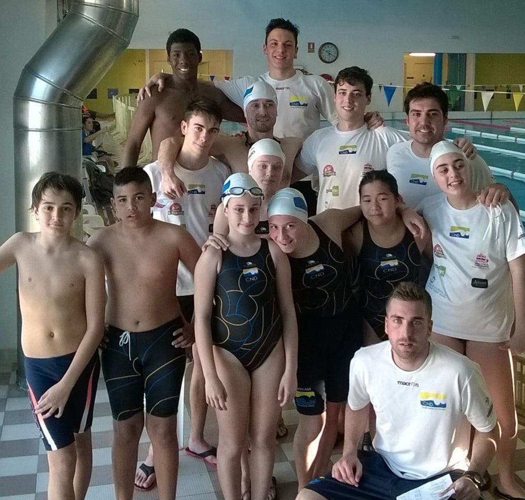 El club nataci d nia consigui 14 medallas en el trofeo for Piscina municipal los cristianos