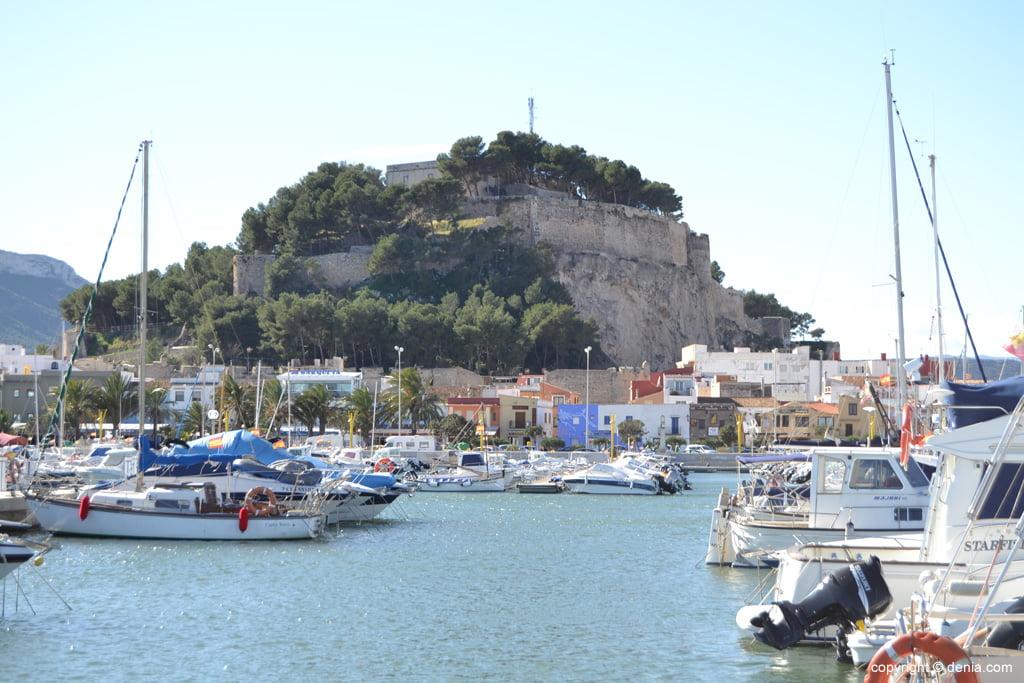 El castillo visto desde el Paseo Marítimo