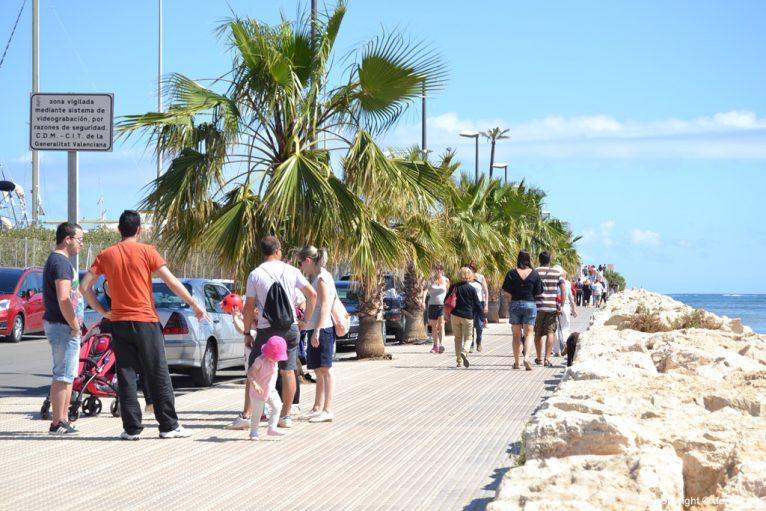 Paseo de entrada al puerto deportivo Marina de Dénia