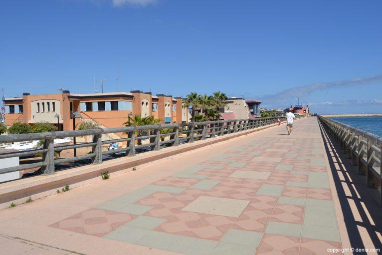 Paseo del puerto deportivo Marina de Dénia
