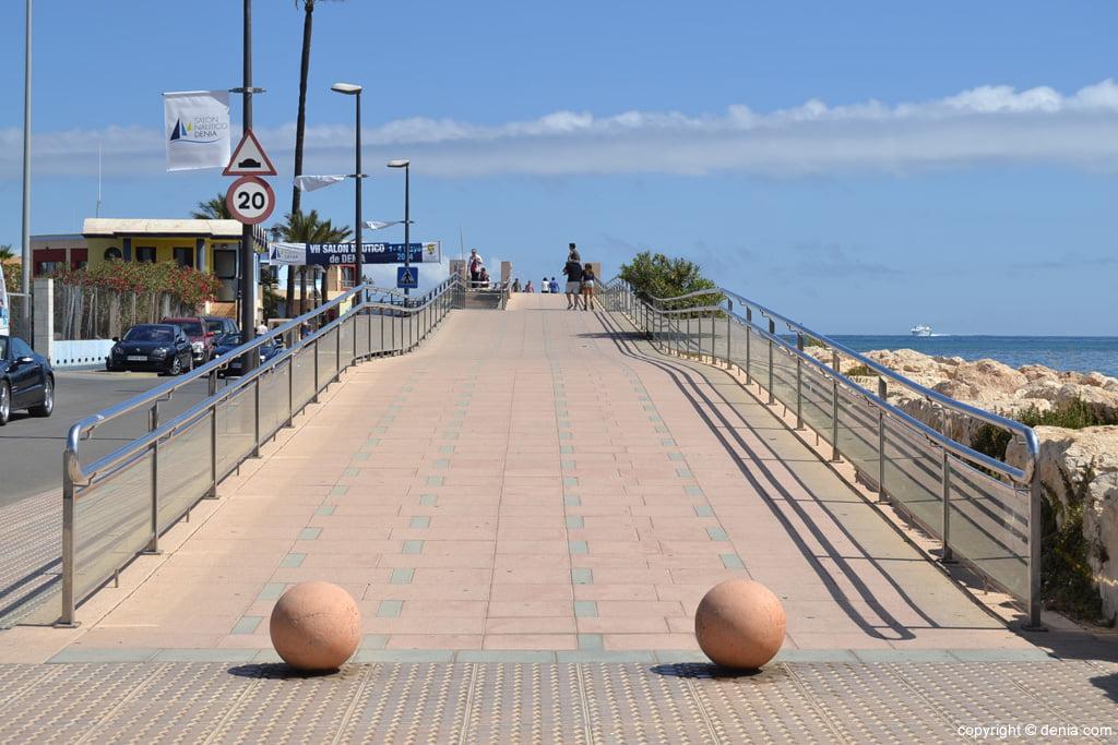 Rampa de acceso a la pasarela del Puerto deportivo Marina de Dénia