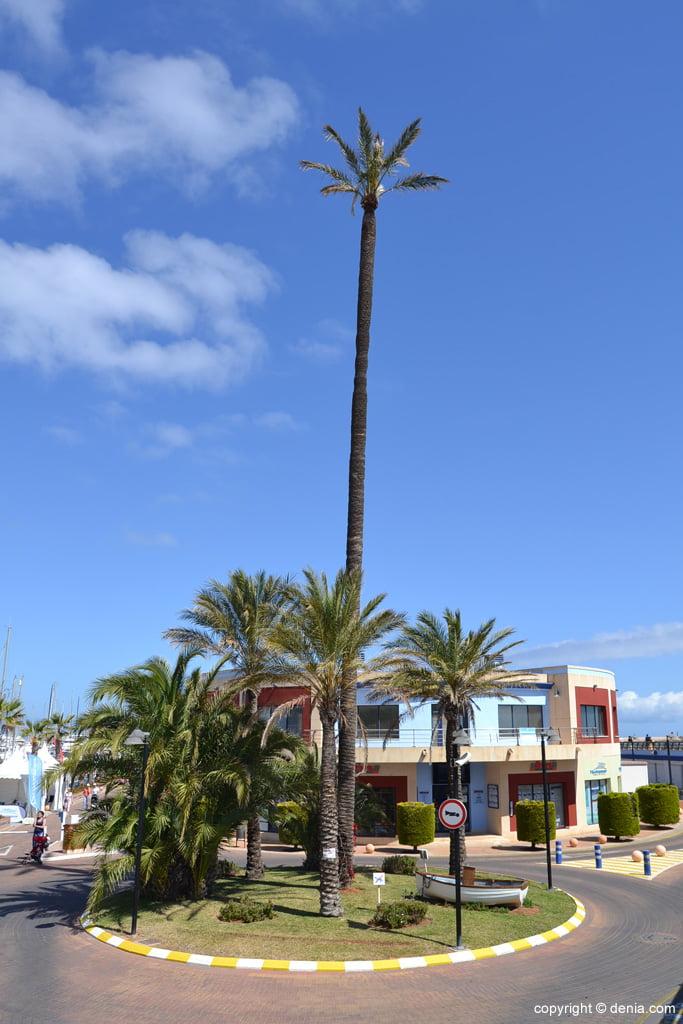 Rotonda de acceso al puerto deportivo Marina de Dénia