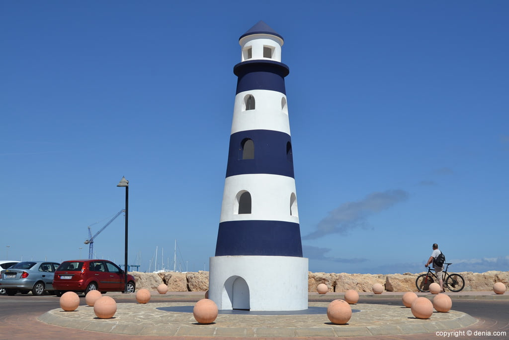 Rotonda del faro del puerto deportivo Marina de Dénia