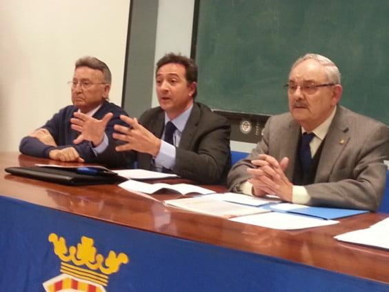 Vicente Muñoz junto a sus directivos
