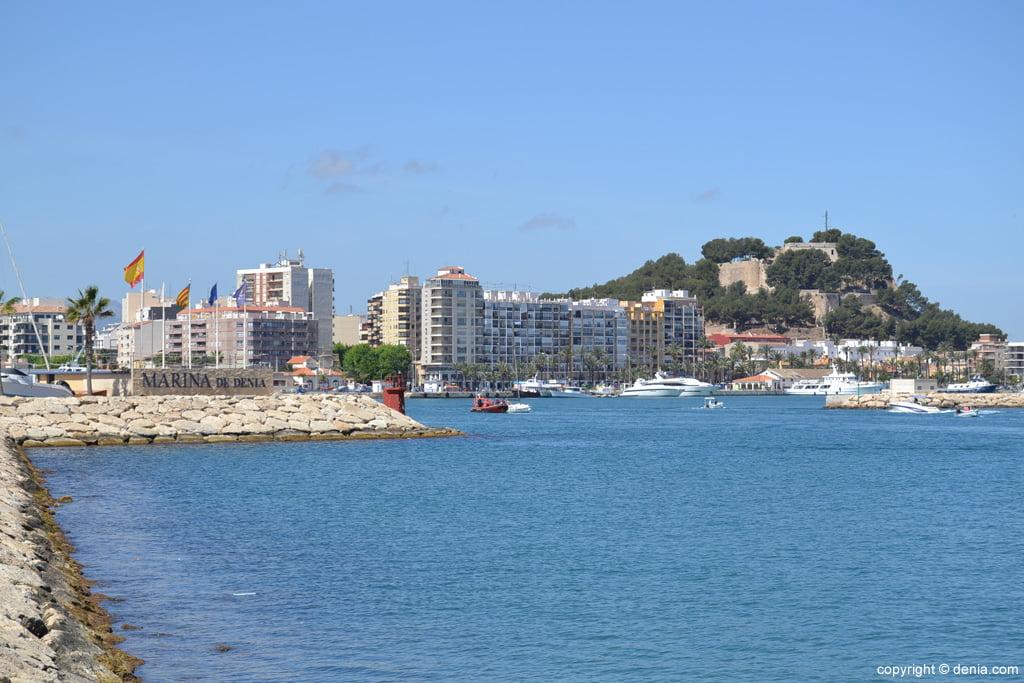 Vistas del Castillo desde el puerto deportivo Marina de Dénia