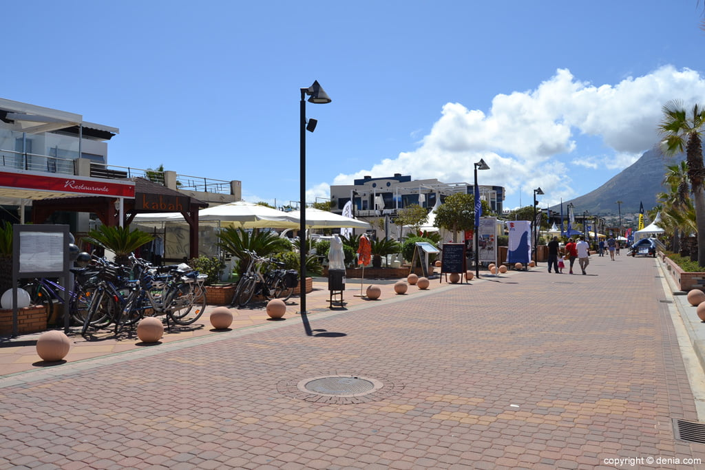 Zona de restaurantes del Puerto Deportivo Marina de Dénia