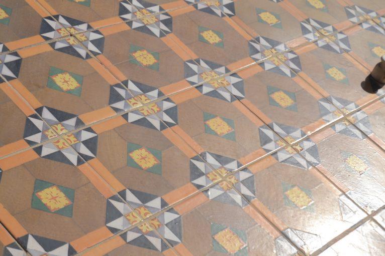 Tiles of a building in Marqués de Campo