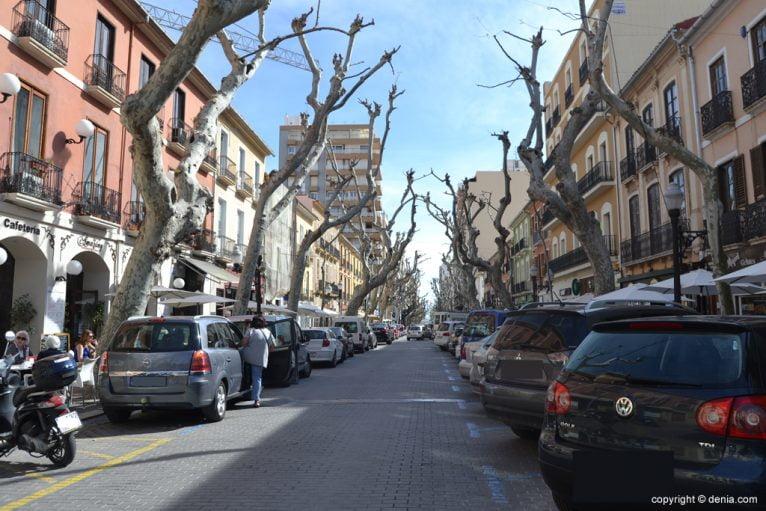 Cars parked on the street Marqués de Campo