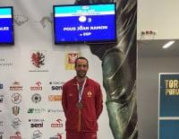 Juanra Pous con su medalla de bronce